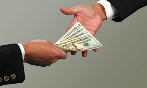 Перед тем, как одобрить заем, необходимо определиться с валютой, в которой будет осуществляться возврат