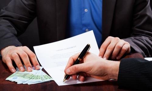 От предприятия договор должен подписывать ген директор